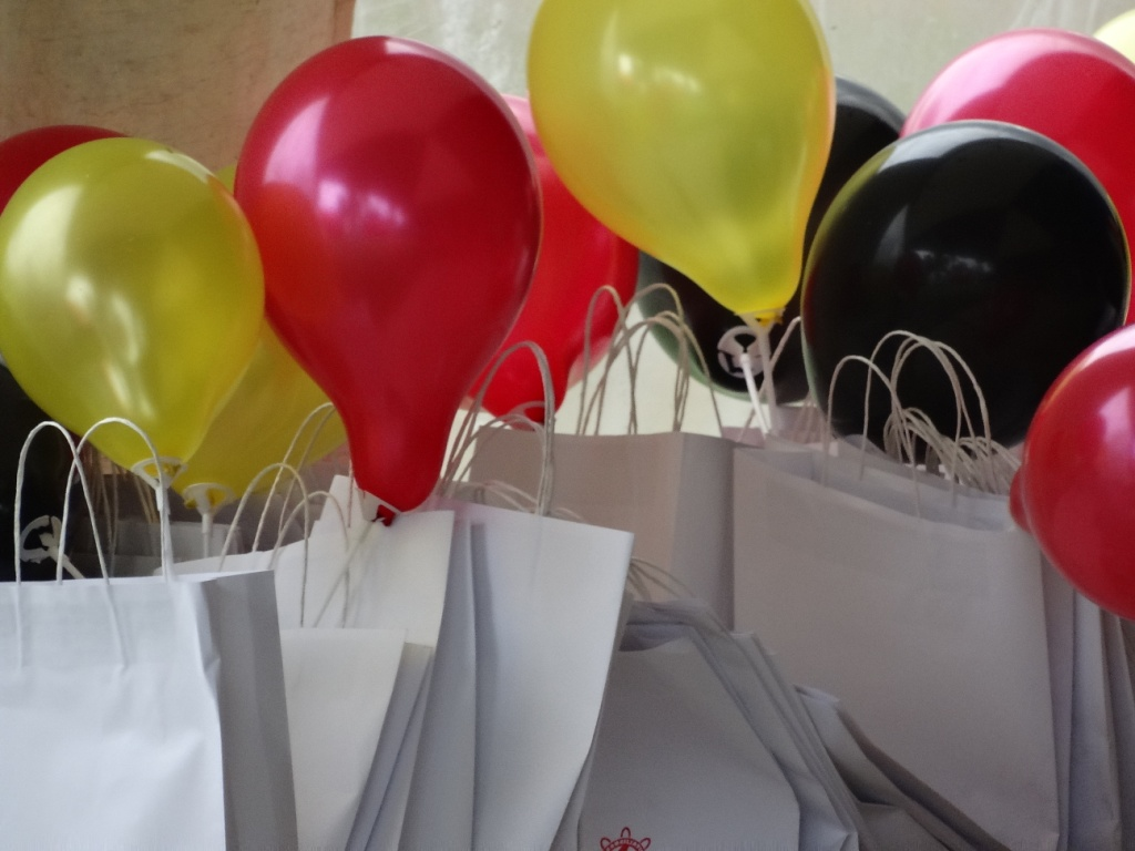 Show bags w balloons